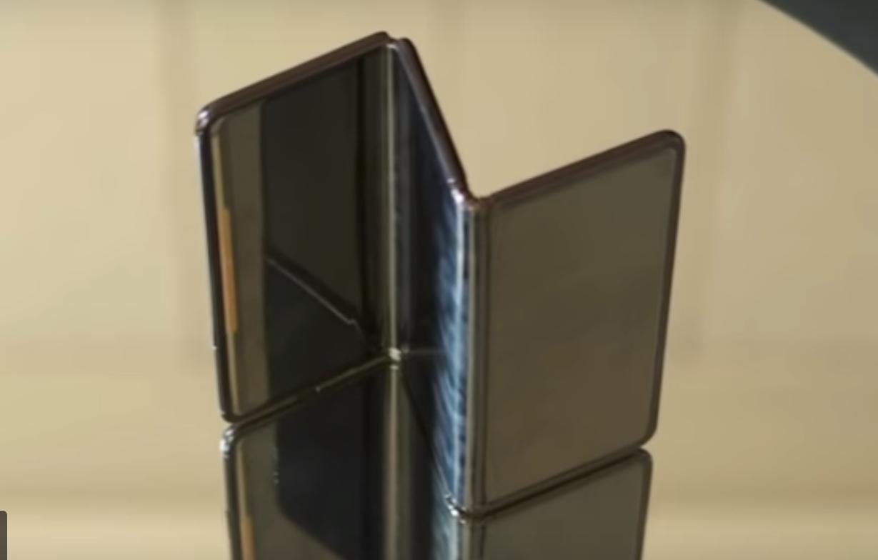 TCL Corporation показывает свой Z-складной смартфон (видео)