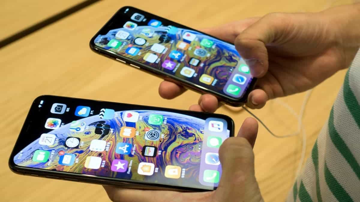 Apple's Foldable iPhone Prototype Allegedly Features Separate Display Panels Connected by Hinge