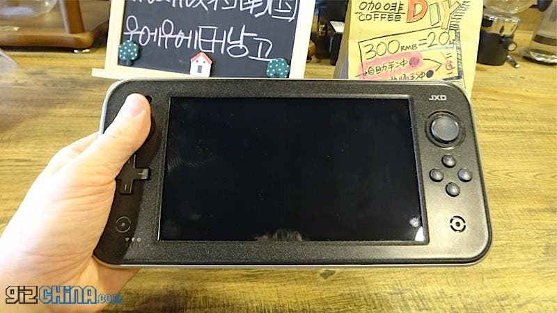 JXD S7300 gamepad 2 hands on