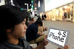 iphone 4s launch,where to buy iphone 4s,apple fan iphone 4s,buy iphone 4s,people waiting for iphone 4s,apple store iphone 4s