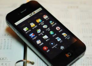 android 2.1 iphone 4 clone 300x214 Top 8 Apple Clones This Year (so far!)