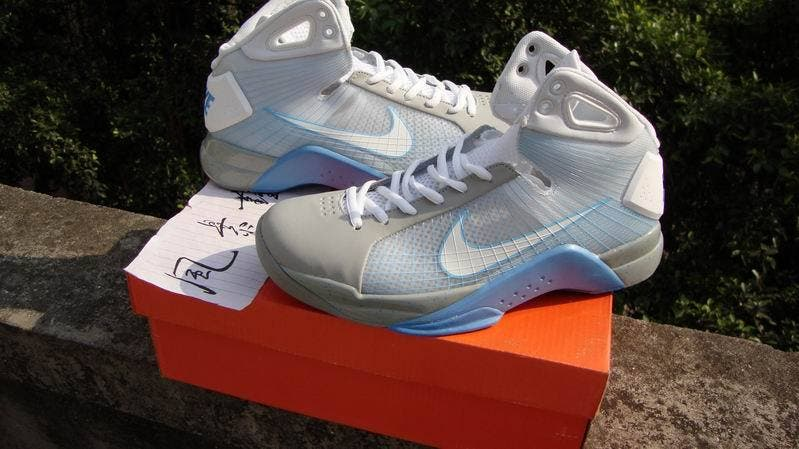 1dd002e46c24 Marty Mcfly s Nike Hyperdunks Get Knocked Off - Gizchina.com