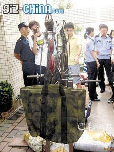 ipad smuggling hong kong shenzhen 225x300 Hong Kong iPad Smugglers Get Creative With An iPulley and iCrossbow!