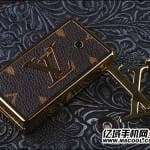 louis vuitton belt buckle phone 4 150x150 Ostentatious Louis Vuitton Belt Buckle Phone w/built in Fashion Police Alarm